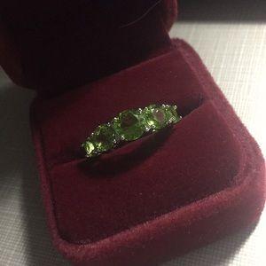 NEW stunning Peridot classy band ring